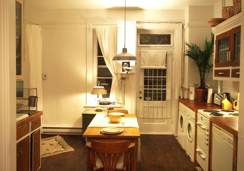 Charming fully equipped Kitchen with vintage wooden floor - Heart of Plateau Charming 2B+Garden - Montreal - rentals
