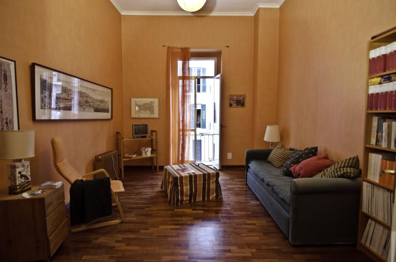 COOL APARTMENT NEXT SEA-SIDE - Image 1 - Napoli - rentals