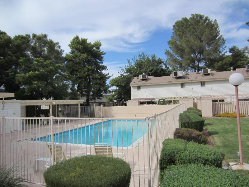 private community pool - charming one bed loft townhouse central las vegas - Las Vegas - rentals