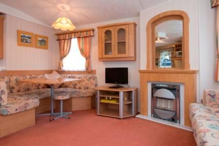 Silver lounge and dining area  - Silver Caravan with garden views - Fort William - rentals