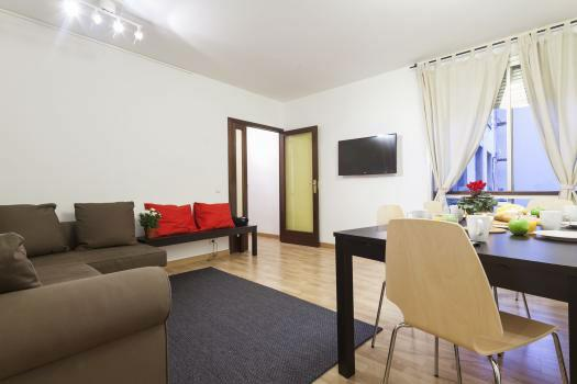 Spacious 4BR/2BA close to Plaza Catalunya for 10 - Image 1 - Barcelona - rentals