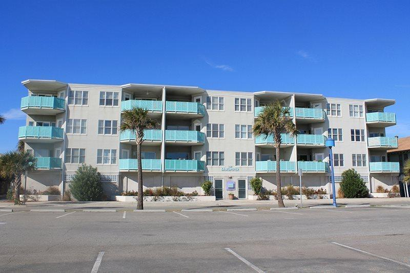 This deluxe condo complex is located ocean front in the heart of all the action and features panoramic views of Tybee Beach and the Atlantic Ocean - Sandpiper Condominiums - Unit 103 - Tybee Island - rentals