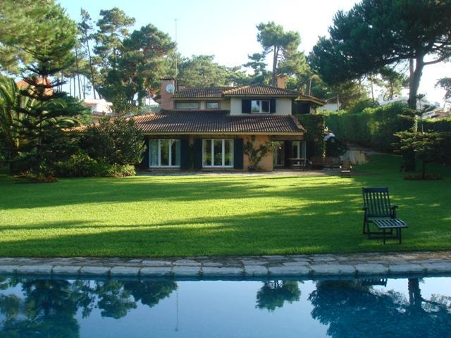 Pool and House in back ground - Family Dream - Colares - rentals