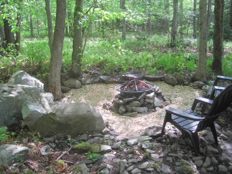 New firepit area in back of house - FALL SPECIAL–FREE NIGHT! Immaculate Pocono Lake 4BR/2BA Chalet. Gas Fireplace, Firepit, Free WiFi! - Pocono Lake - rentals