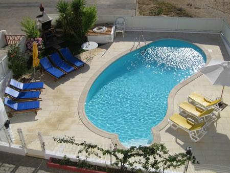 Communal pool at rear of property. - Quinta dos Pocos Apartment - 4 bed, with pool - Ferragudo - rentals