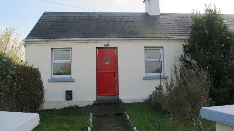 Our cottage with an irish half door - traditional country cottage - Killeagh - rentals