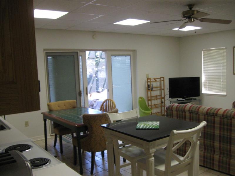 Kitchen/living area - Lake Reedy Lodging - Frostproof - rentals