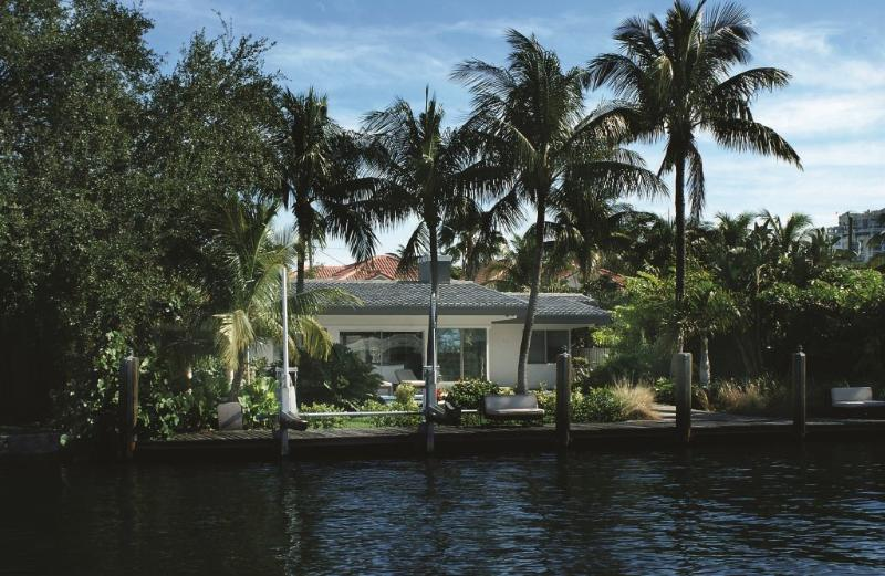 View from the waterfront canal - Great Waterfront Home w Heated Pool,Walk to Beach - Fort Lauderdale - rentals