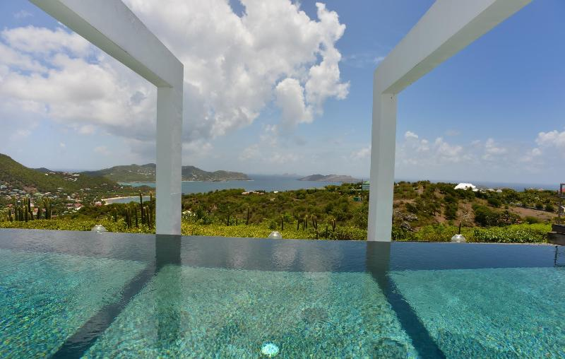 2 Bedroom Villa with Private Deck in Camaruche - Image 1 - Camaruche - rentals