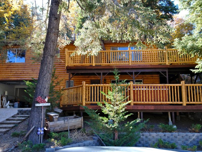 Exterior Log Cabin - Beautiful Big Bear Cabin with Hottub, Game Room - Big Bear Lake - rentals