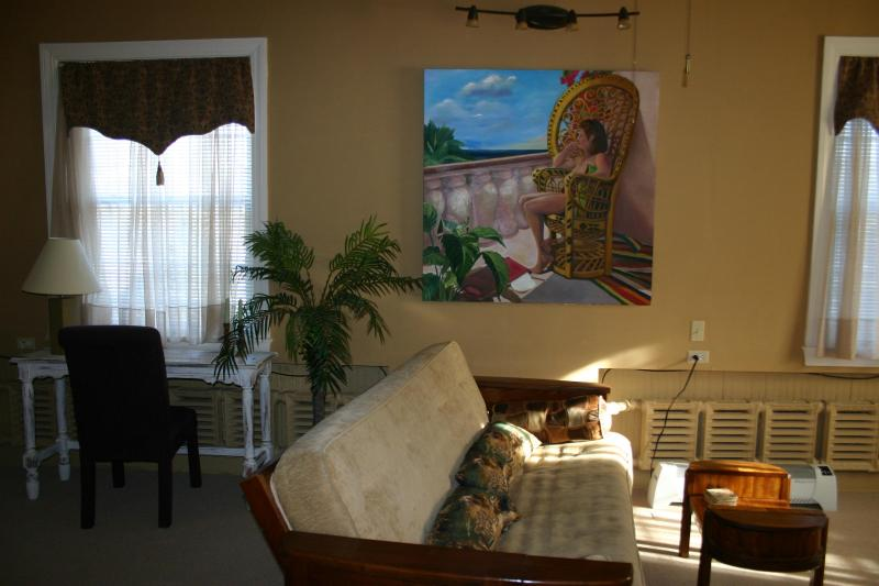 Living Area - Tree House Apartment - Louisville - rentals