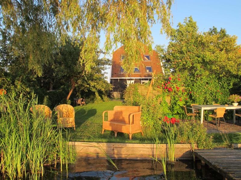 The Lake House with garden on the water - The Lake House  20 minutes from Amsterdam lakeside - Amsterdam - rentals