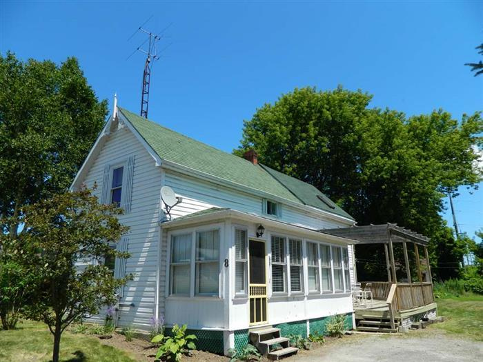 Bloomfield Beach House - Image 1 - Prince Edward County - rentals