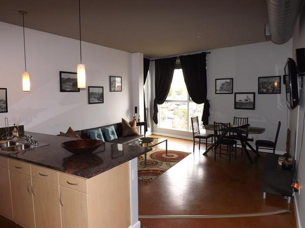 Beautiful 1 bedroom in the Heart of the Gas Lamp! - Image 1 - San Diego - rentals