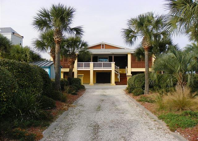 This home has a long palm tree lined driveway and lots of parking. - Via De Luna 121 - Pensacola Beach - rentals