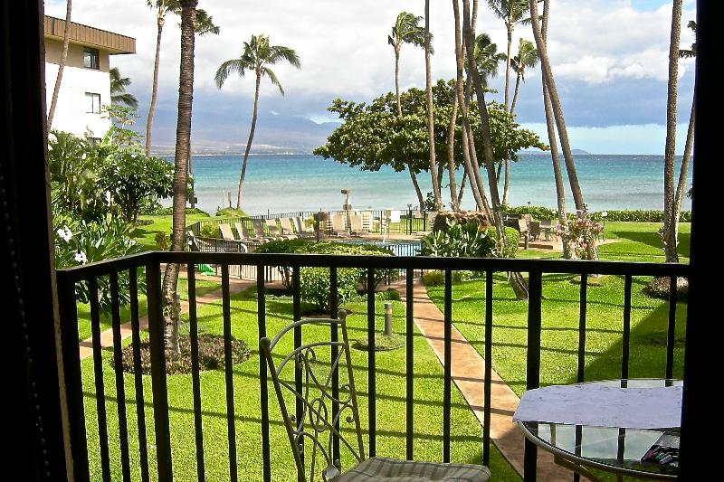 View of courtyard,  Haleakala volcano, and ocean from Lanai - 2BD Beachfront in Maui Paradise - Wailuku - rentals