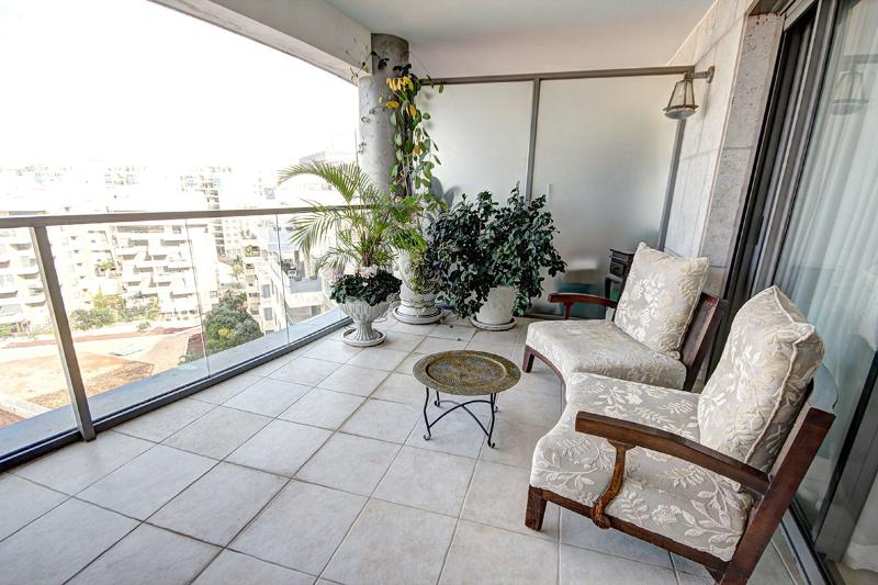 Relax un a beautiful balcony - Israeli Boutique Condo Fully Kosher - Gedera - rentals