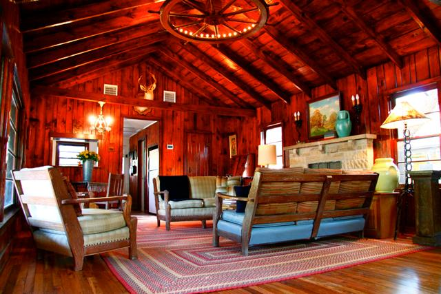 Vaulted ceilings in the living room - SECLUDED WESTERN RANCH HOUSE ON 4 ACRES 3/4 MILE FROM BANDERA - Bandera - rentals