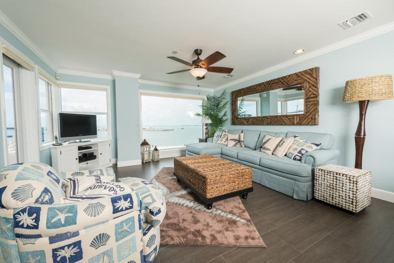 Family Room - Driftwood Buoy - Key West - rentals