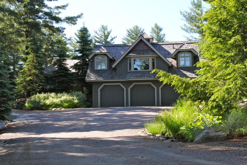 Majestic Arrival - Luxury Muskoka Lakefront Home on 9-acre Peninsula - Mactier - rentals