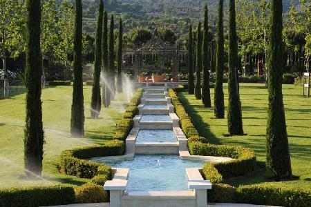 Magnificently Restored Provencal Farmhouse Ulysse with Landscaped Gardens & First-Class Amenities - Image 1 - Luberon - rentals