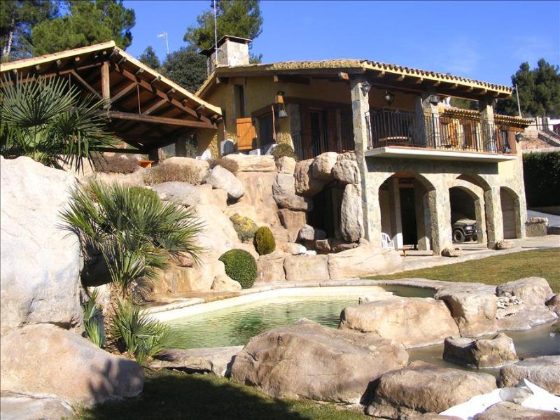 Fabulous 3-bedroom mountain villa in Rellinars with a private swimming pool and fresh mountain air - Image 1 - Castellbell i el Vilar - rentals