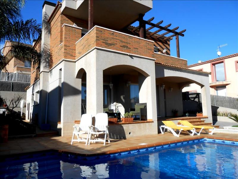 Classic Spanish villa for 10-11 people, only 700m from the beaches of Costa Dorada - Image 1 - Costa Dorada - rentals