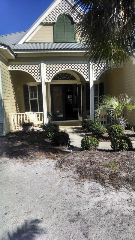 Front of Hartsbythesea - Hartsbythesea a 3 bedroom cottage, Gulf Shores, Al - Gulf Shores - rentals