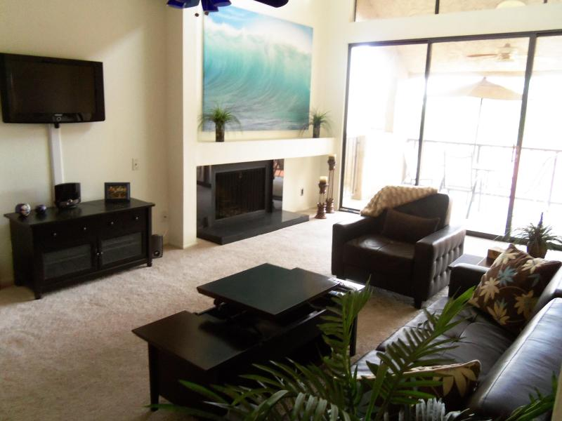 large family room - Lake view 3 bedroom condo near the airport, ASU, golf and shopping - Tempe - rentals