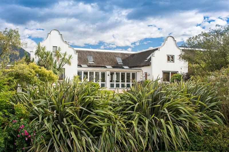 Beautiful Cape Dutch Style - Golf Paradise Fancourt Estate Private House - George - rentals