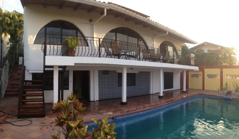 New Balcony - Charming Hillside 2500' Overlooking the Pacific Ocean and the Town of Quepos Casa Azul - Quepos - rentals