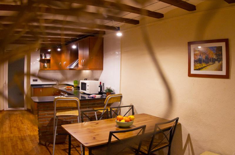 Dining room & Kitchen - Rustic style flat close Las Ramblas & La Boqueria - Barcelona - rentals