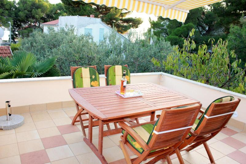 Terrace - Spacious apartment by the sea for 5 - Sibenik - rentals