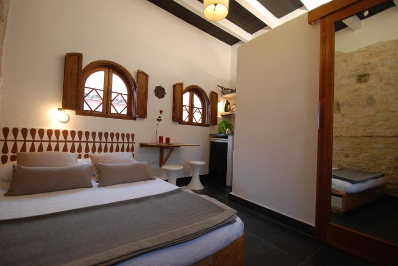Cosy room with private bath and Kitchenette - Image 1 - Tarifa - rentals