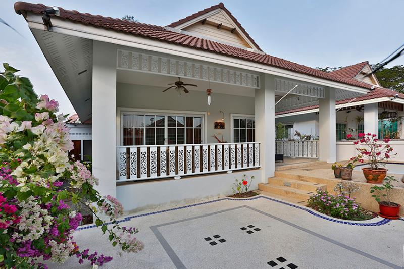 beautiful 2 bedroom villa in quiet resort - Image 1 - Hua Hin - rentals
