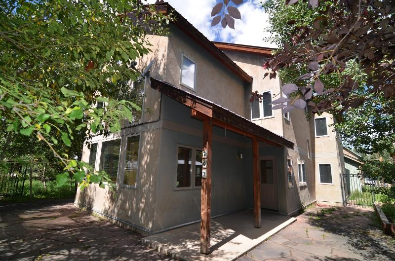 *New Rental -- Remodeled -- In Town -- 5 Bedrooms* - Image 1 - Crested Butte - rentals