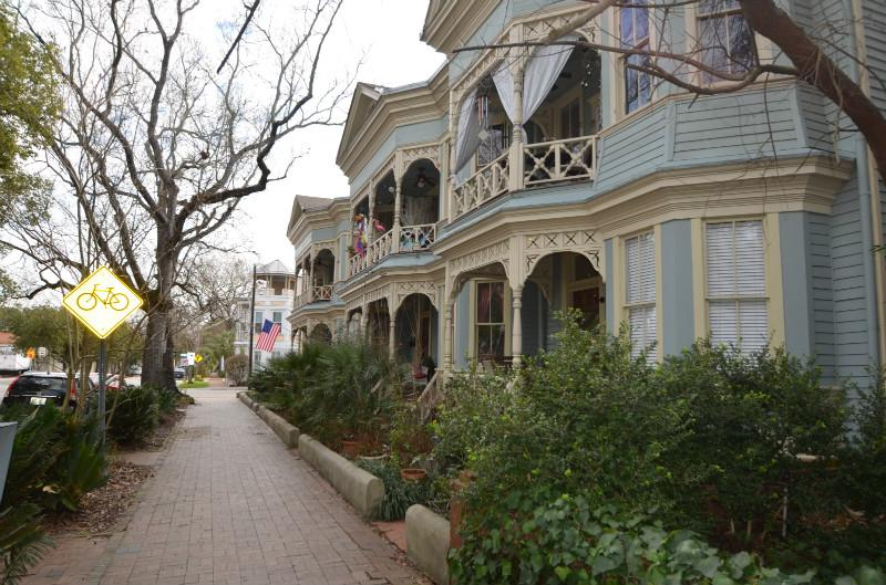Beautiful Victorian Era Building - Southern Charm 2 bedroom Condo near Forsyth Park - Savannah - rentals