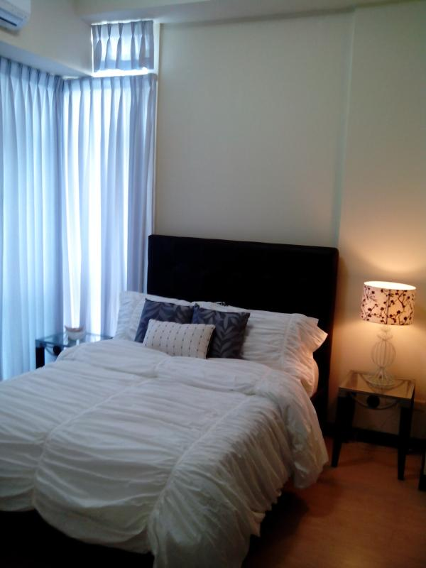 Fully Furnished 1BR w/ wifi BGC - Image 1 - Taguig City - rentals