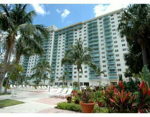 1/1.5 Apt on Collins Avenue in Sunny Isles - Image 1 - Sunny Isles Beach - rentals