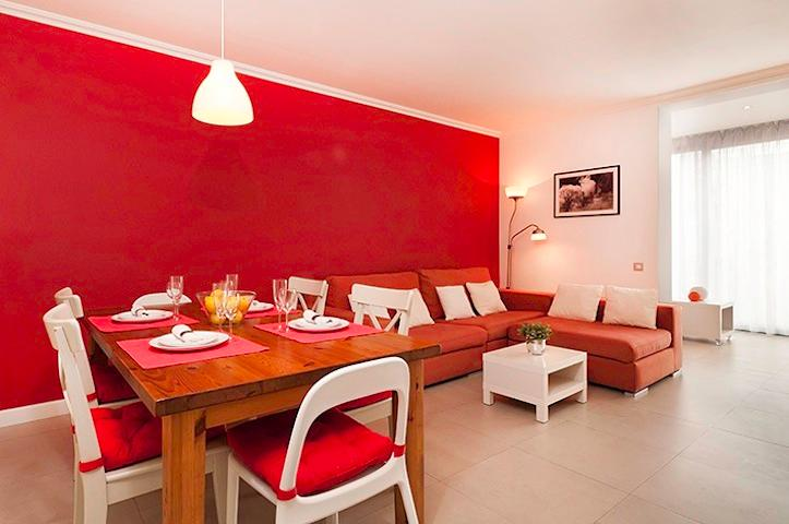 Dining table (main living room) - Sunny and Designer Apartment in the heart of Barcelona - Barcelona - rentals