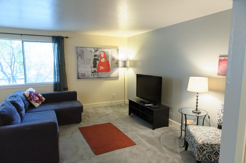 Spacious Living Room - The Whitman Avenue Suites - Seattle - rentals