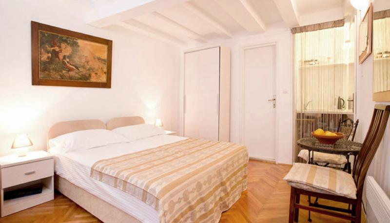 Studio with double bed (possible to put as two single beds on request) - Economy Apartments Old Town - Middle - Dubrovnik - rentals