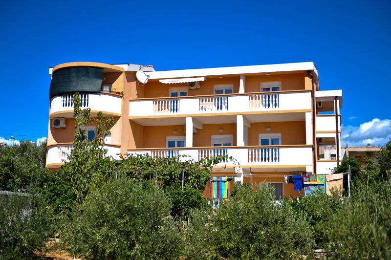 Doda apartment for 4 persons in Novalja - Image 1 - Novalja - rentals