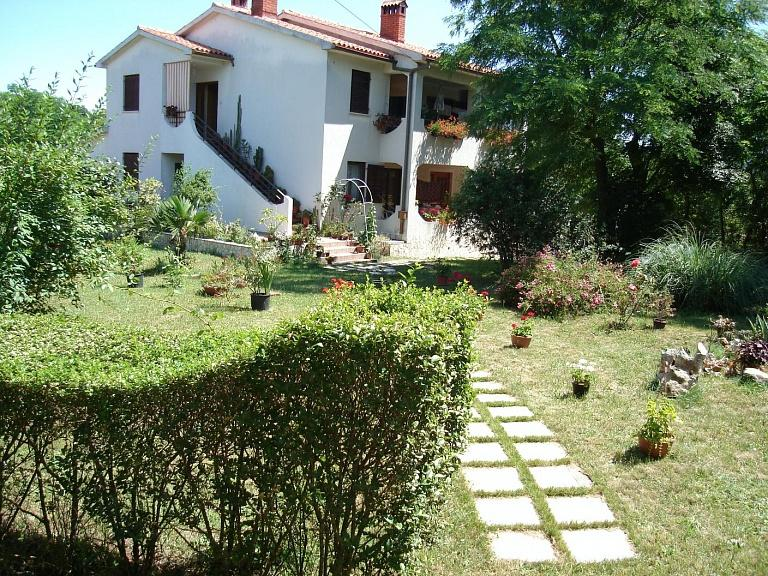 Warm and bright apartment Lino for 6 people close to Labin - Image 1 - Labin - rentals