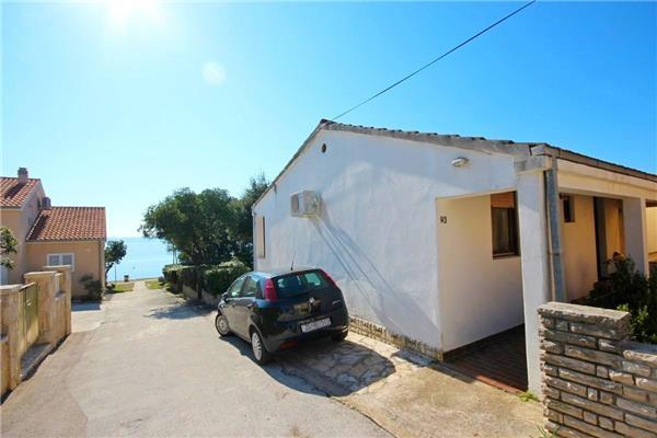 Holiday house for 6 persons near the beach in Zadar - Image 1 - Petrcane - rentals