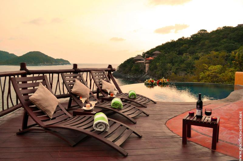 Poolside at sunset - Villa Bahia ~ Luxury Oceanfront Villa - Zihuatanejo - rentals