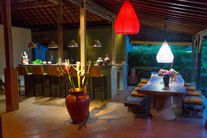 Dining Table, breakfast bar and kitchen - Hati Suci: Ganesha House, rustic luxury - Ubud - rentals