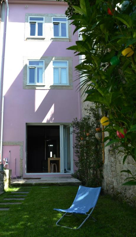 HOUSE WITH GARDEN IN THE CITY CENTER - Image 1 - Porto - rentals