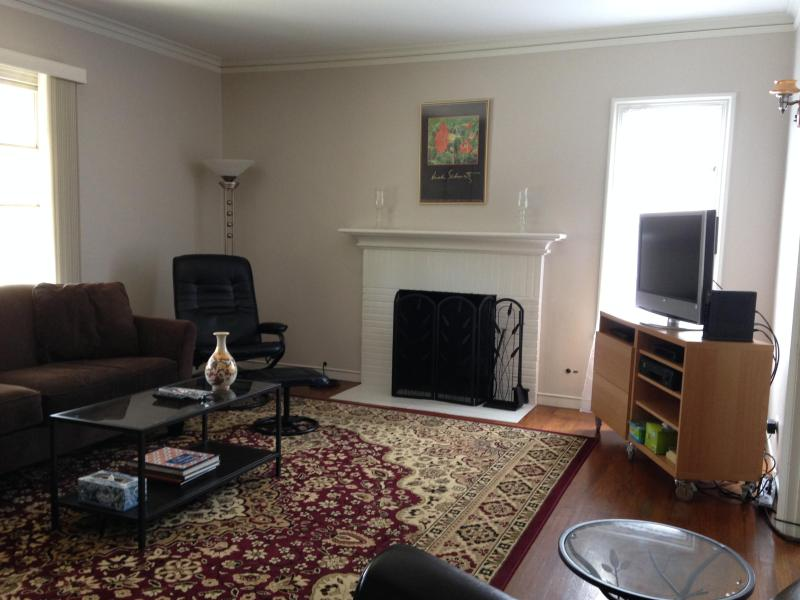 Living Room - Spacious Flat in the heart of the Gourmet Ghetto - Berkeley - rentals