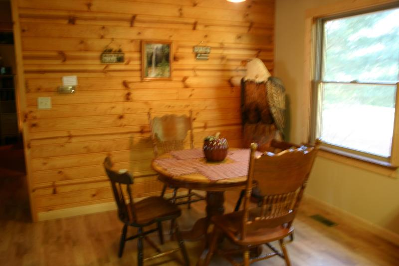 Rustic Style Dining Area - Hikers Cottage in the Hocking Hills of Ohio - Rockbridge - rentals